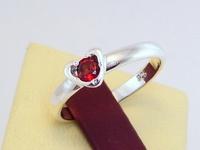 Кольцо-сердечко, СЕРЕБРО 925 с натуральным ГРАНАТОМ